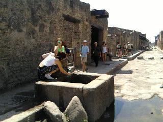Pompei-antica,-assetati-moderni..jpg